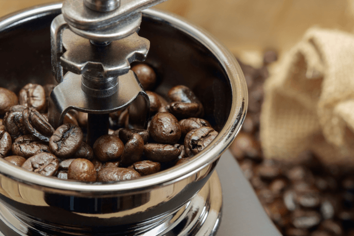 How-to-Use-a-Blender-to-grind-a-coffee